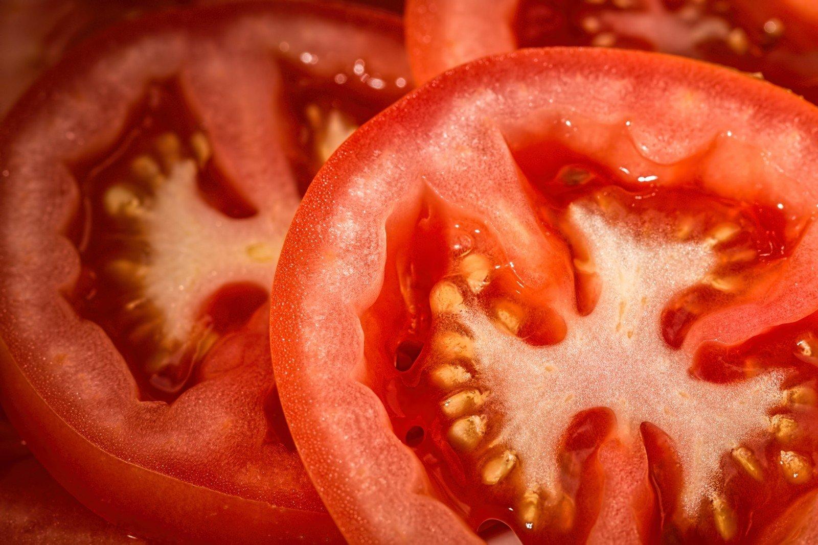 coeur de tomate avec graines vue zoomée